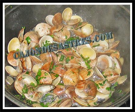 Almejas en salsa marinera y almejas salteadas cocina for Como preparar almejas en salsa