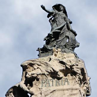 monumento en la Plaza de los Sitios