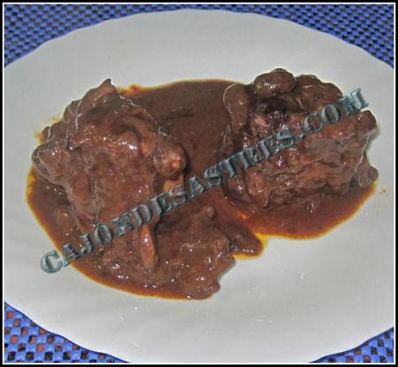 Rabo de toro en salsa de canela